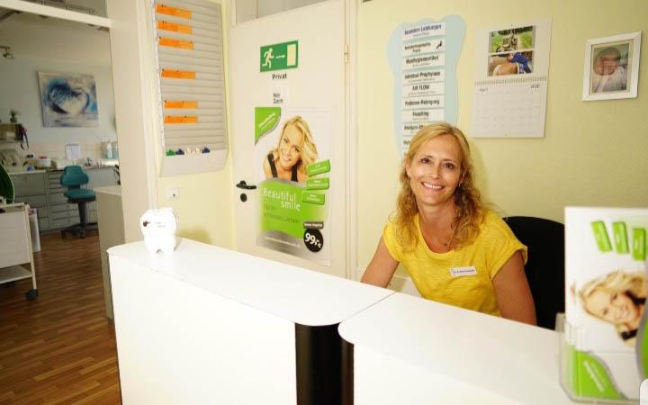 Empfang in der Zahnarztpraxis Dr Katrin Bleul-Fischhaber in Nauheim