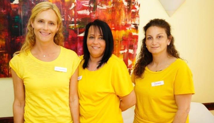 Das Team der Zahnarztpraxis Dr Katrin Bleul-Fischhaber in Nauheim
